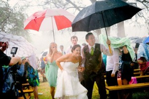 rainy-rustic-wedding-590x392