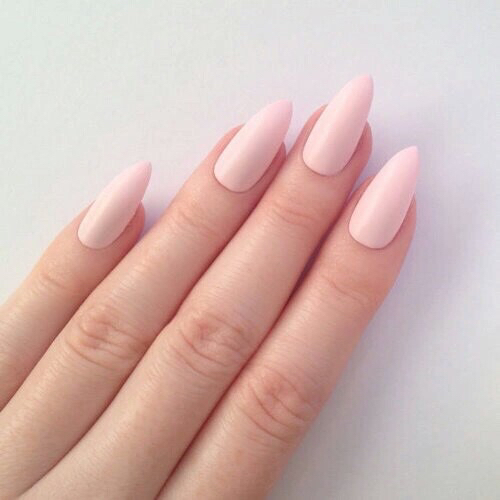 We're obsessed with these classy, almond shaped pale-pink nails!